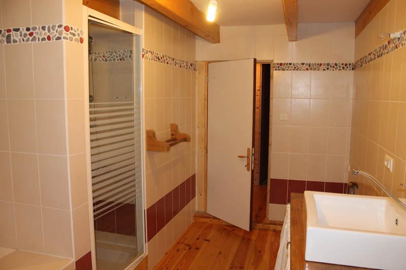 am nagement de salle de bains annecy agencement haute savoie. Black Bedroom Furniture Sets. Home Design Ideas